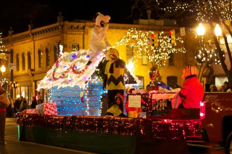 Michigan Town Fights for Christmas